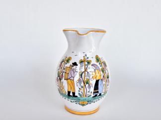 džbán s figurálnym motívom oberačka